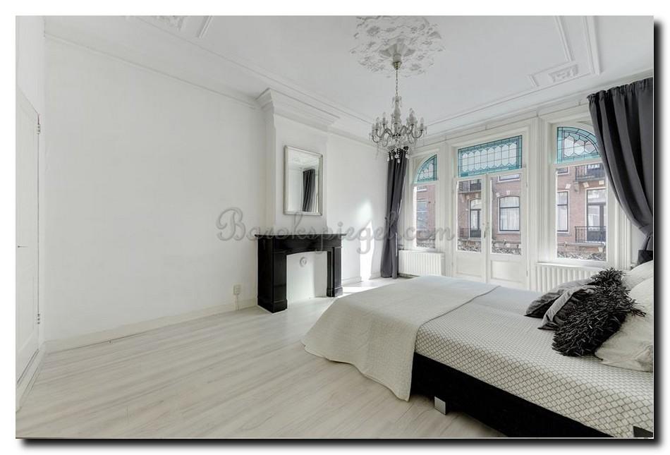 http://www.slaapkamers.eu/wp-content/uploads/2018/07/spiegel-zilver-boven-schouw-in-slaapkamer-zwart-wit.jpg