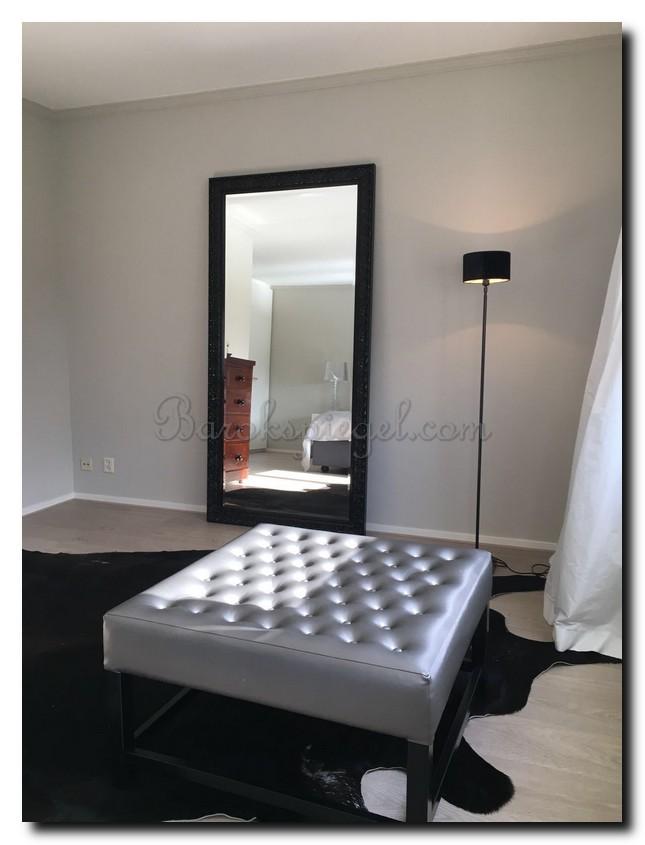 Grote zwarte spiegel hoogglans barok op grond in slaapkamer (2)