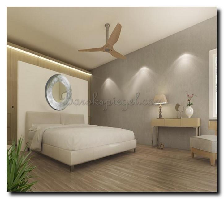 Ovale design spiegel helder zilver in slaapkamer